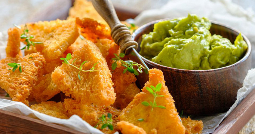 Nacho's broodchips met guacamole dip